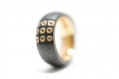 Material: Eisen / Gold / Diamant.