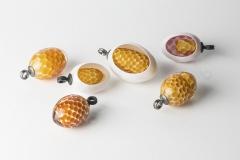 Honey-eggs: Glas Eisen geschwärzt / Silber/ Stahl 40-50 mm hoch